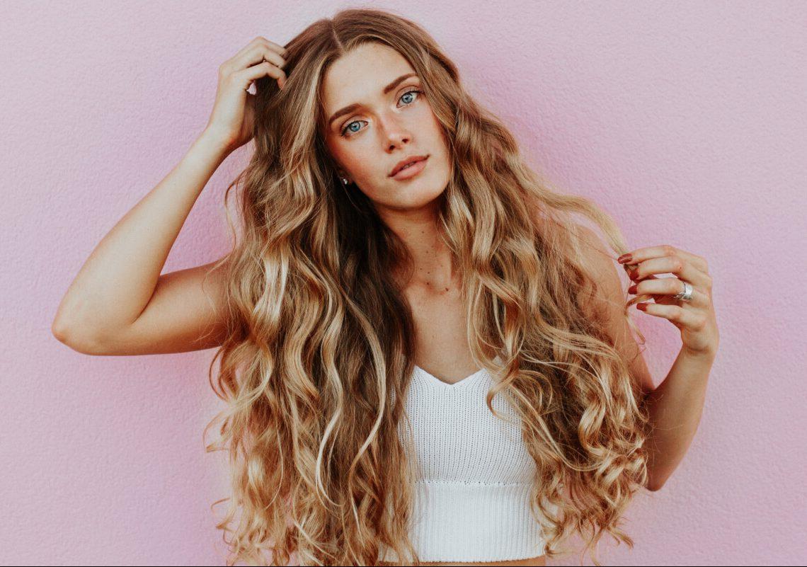 karmelowe włosy