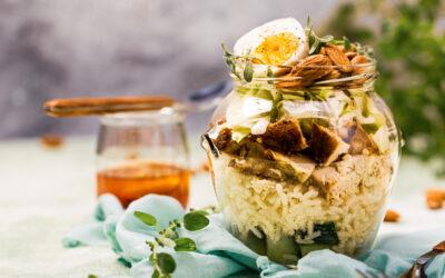 Sałatka z indykiem i sosem słodko-kwaśnym